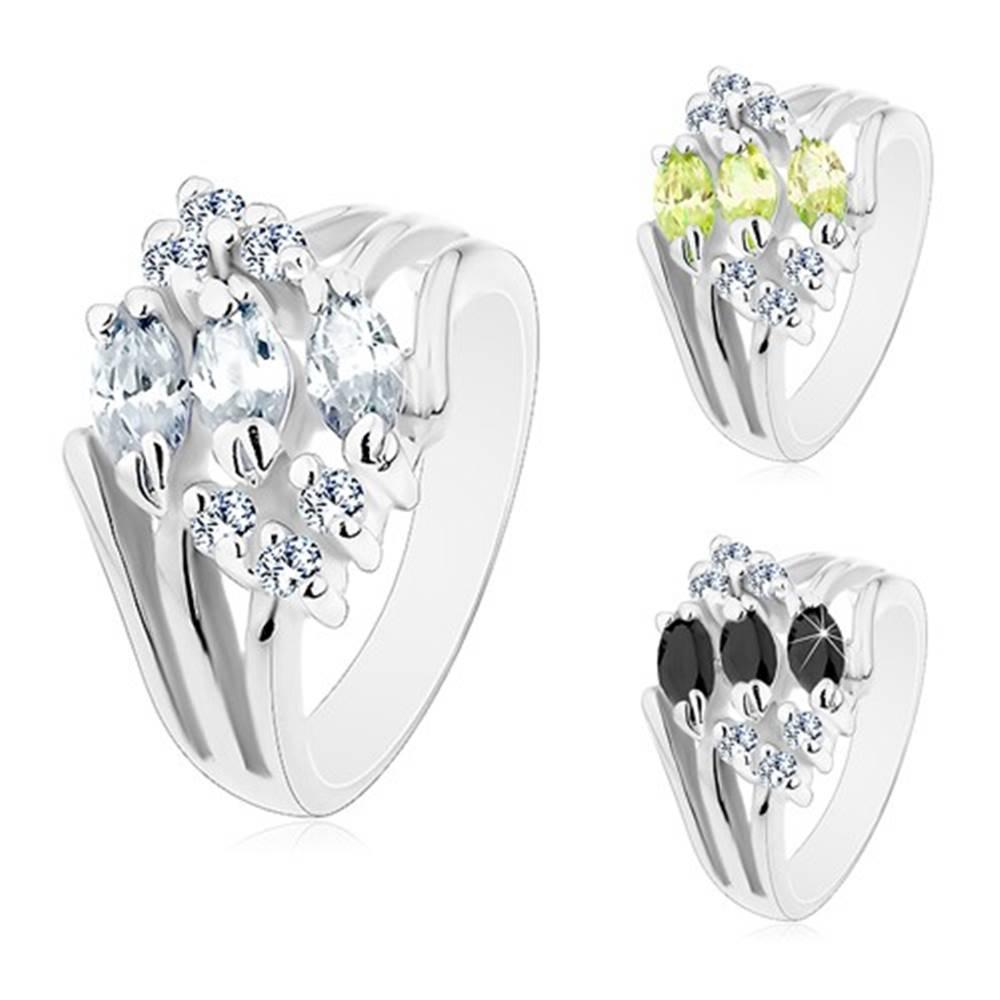 Šperky eshop Prsteň v striebornom odtieni, zdobený čírymi zirkónmi a farebnými zrnkami - Veľkosť: 49 mm, Farba: Číra