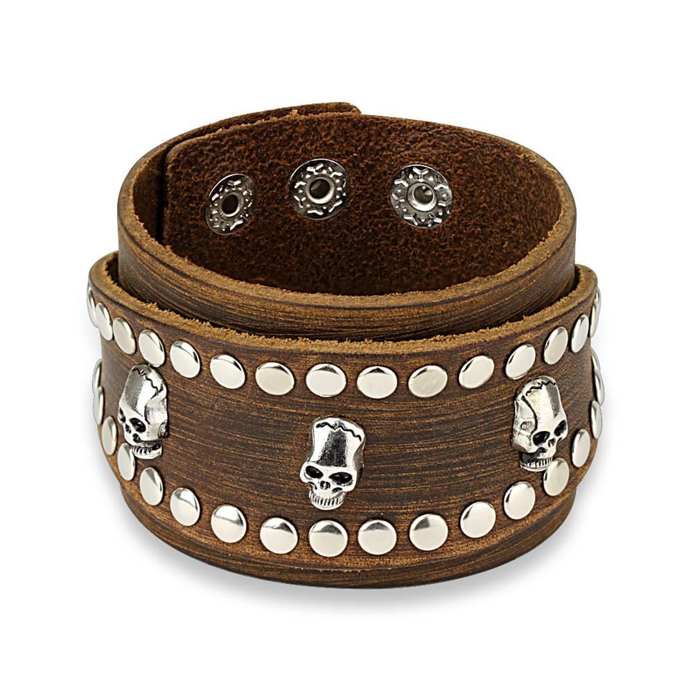 Šperky eshop Kožený náramok v hnedej farbe - široký pás vybíjaný lebkami a okrúhlymi nitmi